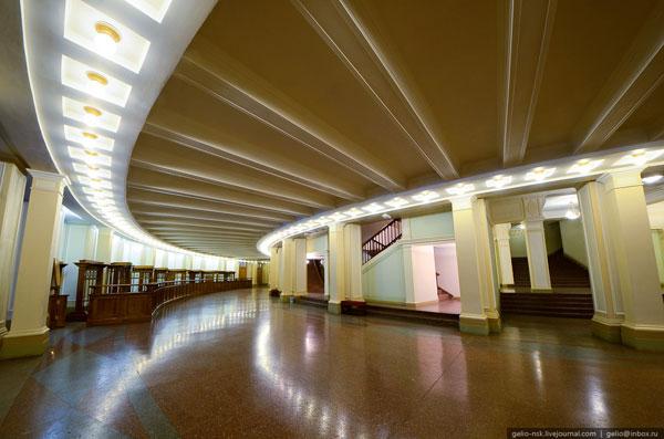 Фойе 1-го этажа