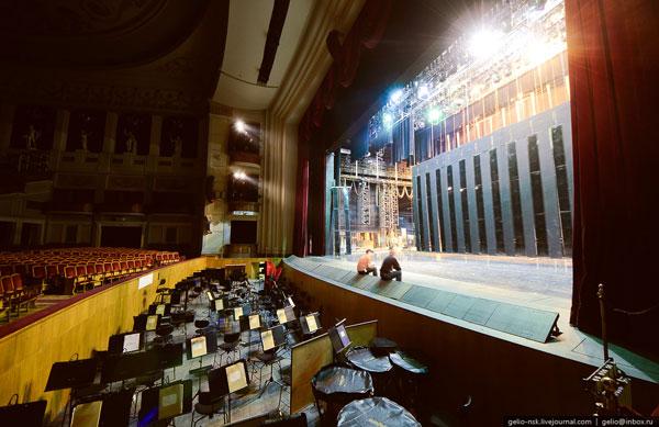 Крупнейшая в Европе площадка оркестровой ямы площадью 150 м2 и весом 12 тонн
