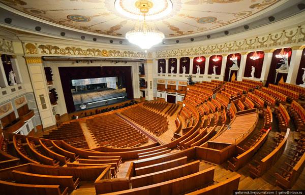 Общая площадь помещений — 40 663 м² Объём здания — 294 340 м³, что превышает объем здания Большого театра России.